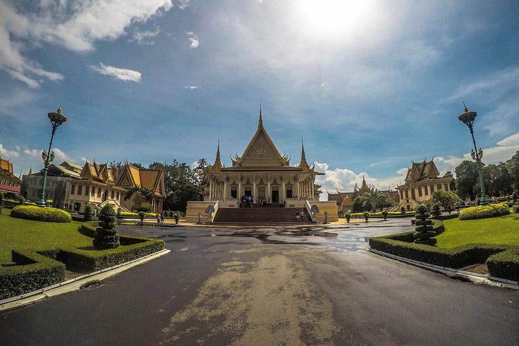 Thai visa runs to Cambodia by air or land