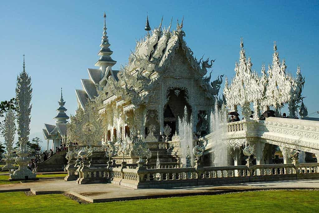 A Temple Like No Other: The White Temple in Chiang Rai