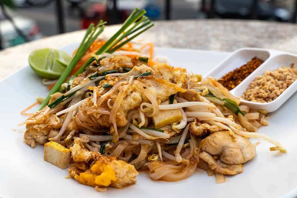 best street food in Bangkok - pad thai